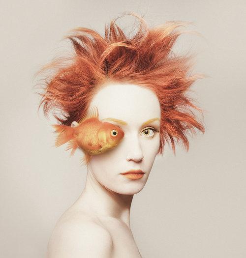 Flora Borsi, autoportraits Animeyed