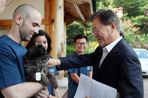 président de la Corée du Sud adopte un chien de refuge