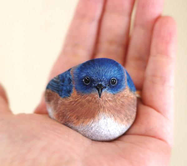 Akie Nakata : animaux peints sur pierre