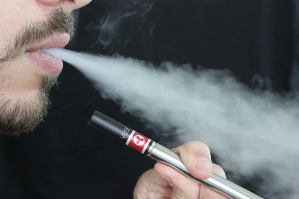 Fumée de cigarette, risques et dangers sur les chiens et chats